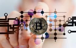 Die Entwicklung des Bitcoin und anderer Kryptowährungen steht immernoch am Anfang. Die Akzeptanz der Währung bei Banken steigt aber zunehmend (Foto: Pixabay/geralt).